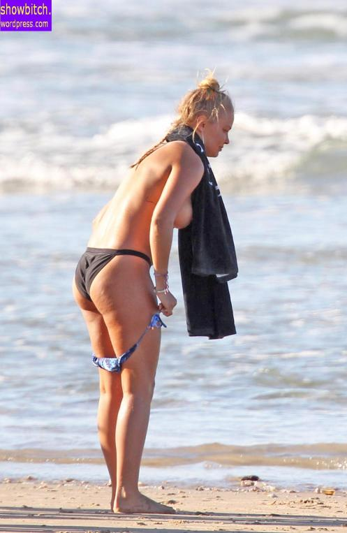 Lara Bingle Bikini Shoot In Australia 135610